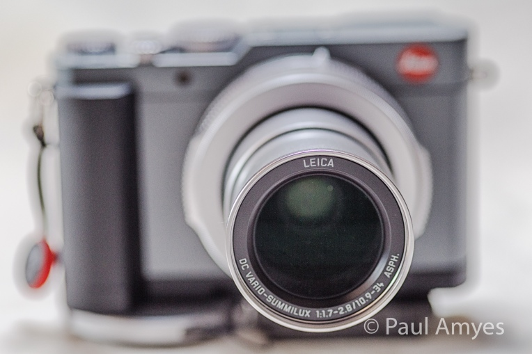 It's all about the lens. Forget the red dot, the Leica DC Vario-Summilux 10.9-34mm f1.7-2.8 is the star of the show.