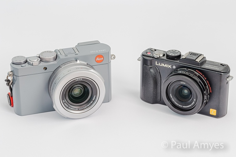 The Leica D-Lux compared with the Panasonic Lunix LX5. Looking from the front there is not a lot of difference in the size despite the D_Lux have a sensor much larger than the LX5.